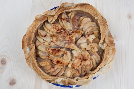 caramelized: Home made caramelized apple tart with cinnamon