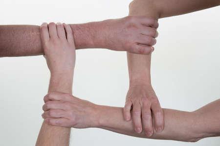la union hace la fuerza: Primer plano de socios de trabajo haciendo montón de manos en la reunión Foto de archivo