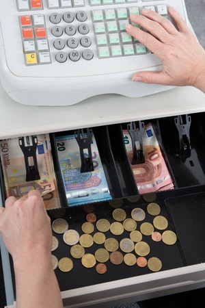 dinero euros: Cash Register and euro money , in the till, bank notes and change