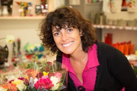 brune: Lovely brunette woman selecting flowers at market
