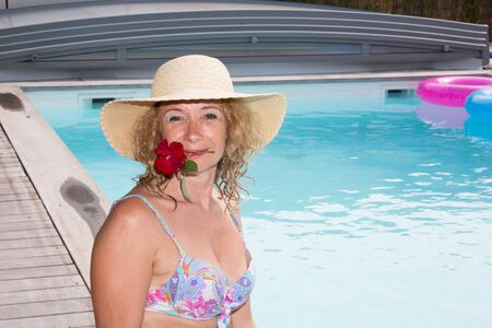 thalasso: Senior woman in spa hotel relaxing in the pool