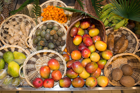 Composition de fruits exotiques isolé sur le marché