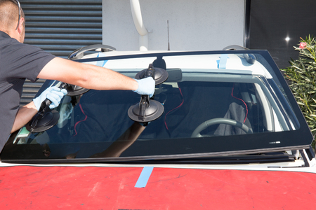 glazier: Windshield replacement, man is repairing a windshield Stock Photo