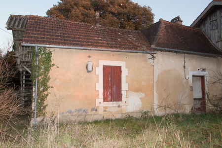 old house typical of the countryside of the south of France 写真素材