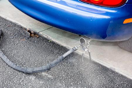 Vervuilingstest voor een technische inspectie auto elke jaar Stockfoto - 80349486