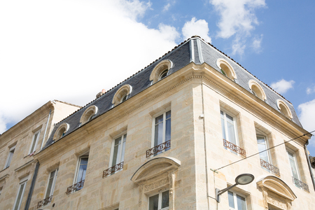 Old and stylish building facades in Bordeaux Banque d'images