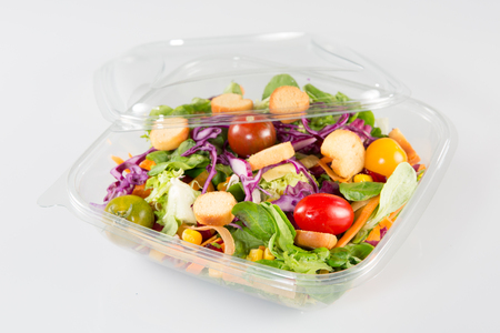 Close up of take away bowl with fast food salad Foto de archivo