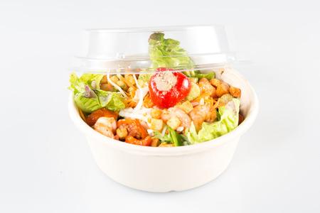 cierre de llevar tazón con ensalada de comida rápida