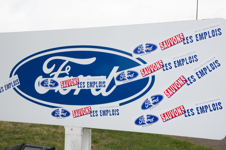 Blanquefort Bordeaux, Aquitaine France - 06 14 2018 : Factory car gearbox production Ford management presented a closure plan to unions at factory to include layoffs early retirements from 2019 新聞圖片