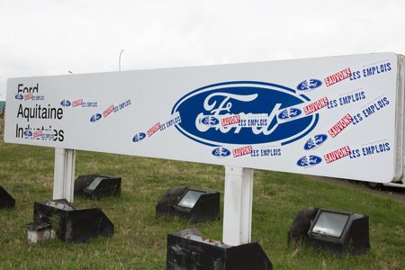 Blanquefort Bordeaux, Aquitaine France - 06 14 2018 : Ford Factory car gearbox production management finally announced it would close automatic transmission plant that employed 1800 workers by 2010 報道画像