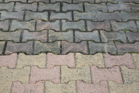 difference between clean driveway autoblocking slabs and dirty after a high pressure jet Stockfoto