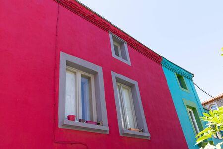 pink and blue colors houses in village of Trentemoult at Nantes France Foto de archivo - 129253311