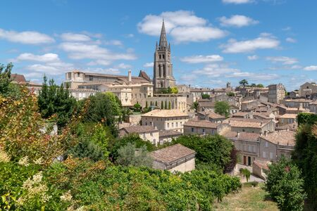 Saint-Emilion is the perfect starting point to visit the vineyards of Bordeaux in southwest France Banco de Imagens