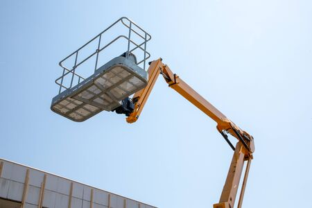 Lift basket Boom lift and work aerial platform 免版税图像