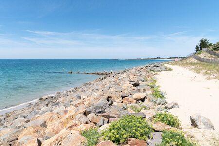 foot path access beach breakwater of isle of Noirmoutier in vendée France Zdjęcie Seryjne