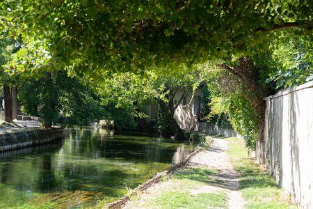 canal runs through the city of Isle sur la Sorgue Reklamní fotografie