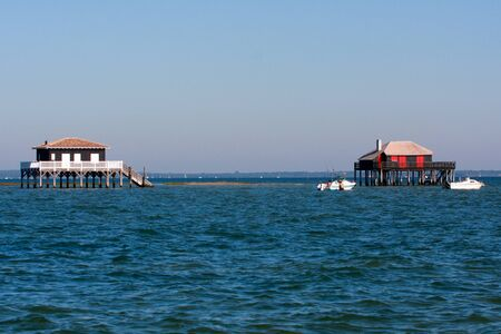 Fishermen houses huts of the basin of Arcachon pond on stilts in France at cap ferret Cabanes Tchanquees Banque d'images - 143483236
