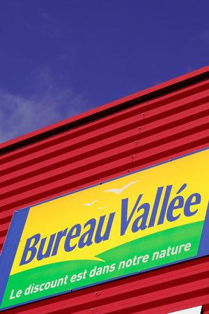 Bordeaux , Aquitaine  France - 10 23 2019 : shop Bureau Vallee logo store sign panel for office supplies equipment