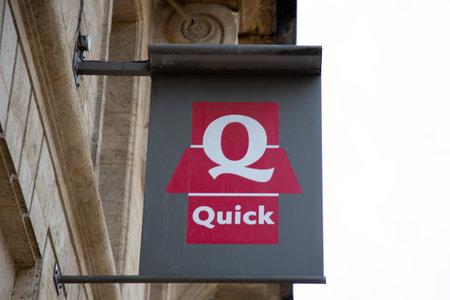 Bordeaux , Aquitaine  France - 11 30 2019 : Quick logo restaurant sign store chain of hamburger fast food restaurants shop 新聞圖片