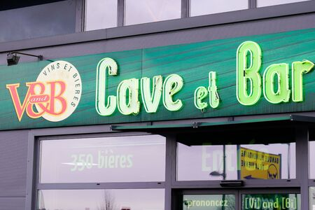 Bordeaux , Aquitaine / France - 01 15 2020 : v&b v and b bar and cellar sell wine vine beer shop alcohol bar store logo sign Sajtókép