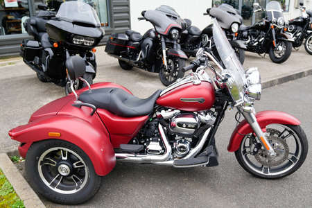 Bordeaux , Aquitaine / France - 01 15 2020 : Classic Harley-Davidson trike red parked on dealership for sale retail location 新聞圖片