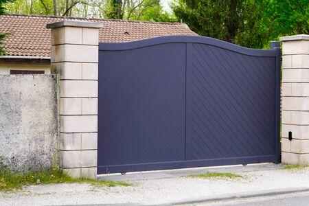 Aluminum modern grey portal of suburb house Banque d'images