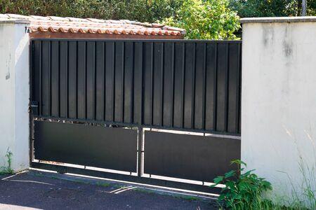 street suburb home brown dark metal retro house gate garden access door Banque d'images