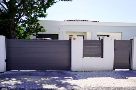 Aluminum modern home green grey gate portal of suburb door house Stockfoto