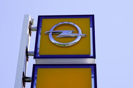 Bordeaux , Aquitaine / France - 06 20 2020 : Opel car logo and dealership sign automobile manufacturer 新聞圖片