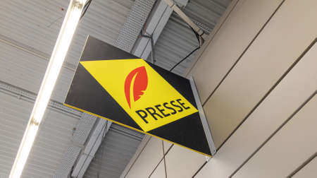 Bordeaux, Aquitaine France - 01 10 2021: presse text on shop red yellow logo sign front of french brand press store Redactioneel