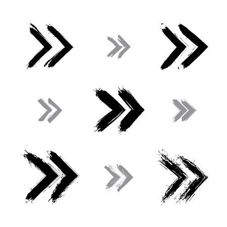 flèche double: Ensemble de signes de rebobinage peints à la main isolé sur fond blanc, icônes simples monochrome de rebobinage créés avec de la vraie encre brosse dessinée à la main numérisée et vectorisée. Illustration