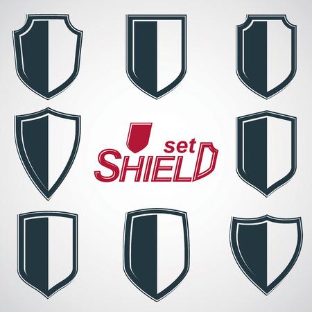 Collection de boucliers de défense vecteur de niveaux de gris, les éléments graphiques de conception de protection. Héraldiques illustrations de haute qualité sur le thème de la sécurité - ensemble de rétro armoiries.
