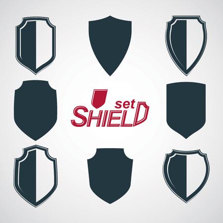 escudo de armas: Colecci�n de escudos de defensa del vector en escala de grises, elementos gr�ficos de dise�o de protecci�n. ilustraciones her�ldicas de alta calidad sobre el tema de la seguridad - conjunto de escudo retro de armas. Vectores