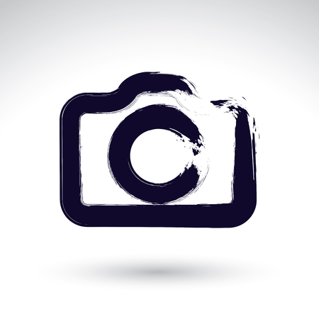 Realistische inkt hand getekende vector digitale camera pictogram, eenvoudige handgeschilderde camera symbool, geïsoleerd op een witte achtergrond.