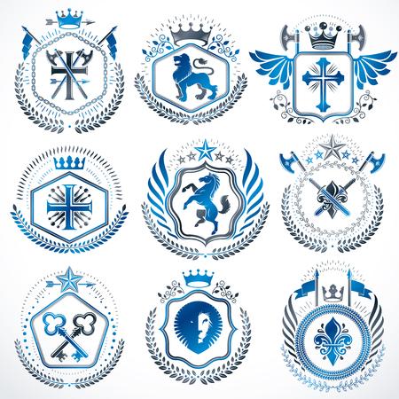 Ensemble d'emblèmes vectoriels héraldiques de style ancien, illustrations vintage décorées d'accessoires de monarque, de tours, d'étoiles pentagonales, d'armes et d'armurerie. Collection d'armoiries.