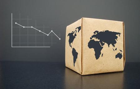 Dalende grafiek Afgedrukt op papier. Op een houten textuur.