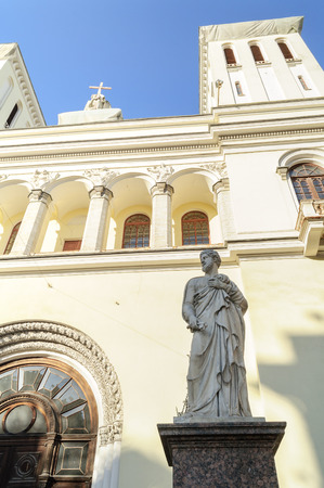 apostle paul: Statue of St. Peter at the entrance of the Lutheran Church of Saints Peter and Paul Church 1838 in St. Petersburg, Russia