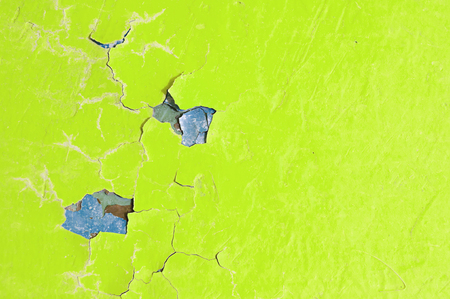 Texture background - bright yellow peeling paint on the old rough surface 스톡 콘텐츠
