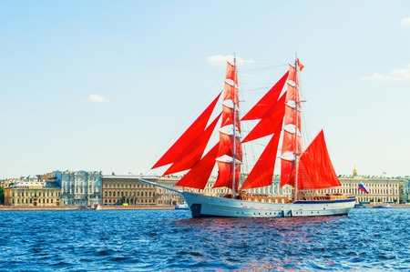 Saint Petersburg, Russia - June 6, 2019. Russian brig Russia with Scarlet sails on the Neva river. Scarlet Sails is the Russian holiday of school graduates Editöryel