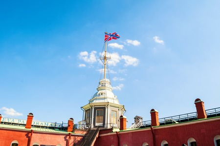 Saint Petersburg, Russia - June 6, 2019. Flag Tower with Russian Navy flag and Naryshkin Bastion. Peter and Paul Fortress in St Petersburg, Russia 新聞圖片