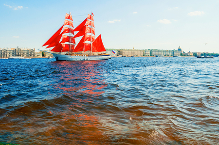 Saint Petersburg, Russia - June 6, 2019. Russian brig Russia with Scarlet sails on the Neva river. Scarlet Sails is the Russian holiday of school graduates, celebrated in St Petersburg every year Фото со стока - 124999717