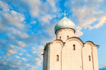 Veliky Novgorod, Russia. Saviour Church on Nereditsa - an orthodox church built in 1198, one of Russia's oldest churches in Veliky Novgorod, Russia. Closeup facade view Standard-Bild