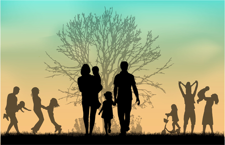 Silhouetten van de familie in de natuur.