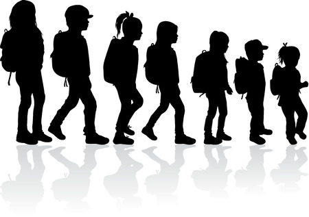 silueta niño: Silueta de un niño con una mochila.
