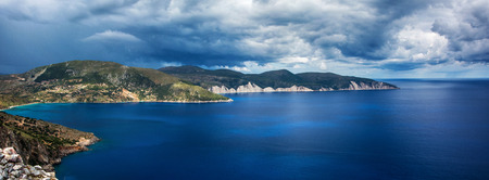 paysage marin: Marin c�phalonienne avant la temp�te