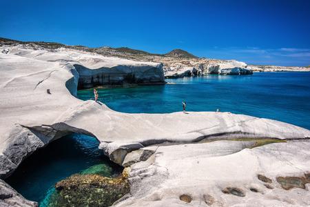 Sarakiniko spiaggia presso l'isola di Milos in Grecia