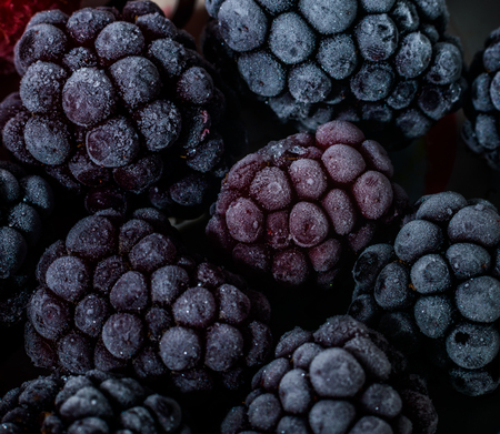 Isolated frozen blackberry with raspberry - macro Banque d'images - 121253134