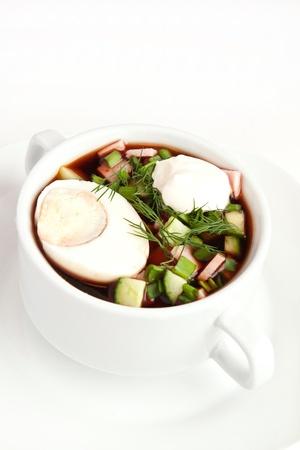 окрошку холодным квасом суп с нарезанными овощами и мясом