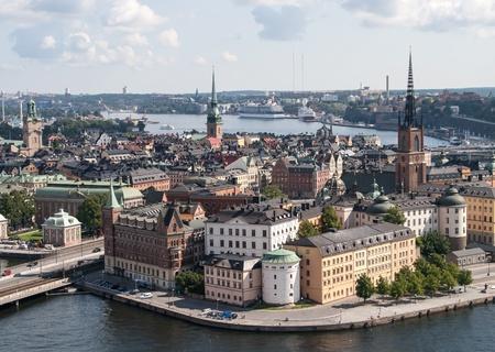 посмотреть на историческую архитектуру башни в Стокгольме, Швеция