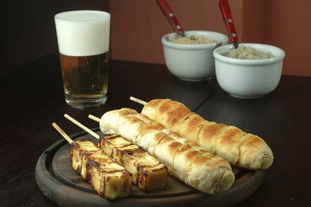 barbacoa: barbacoa vegetariana - pan y queso
